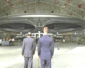 flugscheibe-im-hangar_1